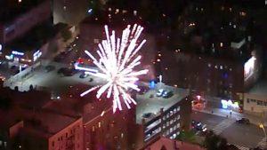 La Ciudad de Nueva York vive entre el coronavirus y fuegos artificiales