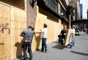 Comerciantes vigilan calles de NY para defender sus negocios