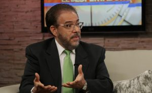 Moreno proclama un nuevo orden democrático para enderezar el país