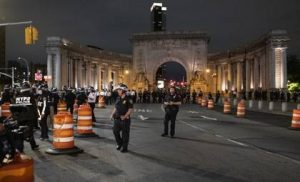 Policía bloquea puente Manhattan para evitar más protestas y saqueos