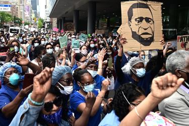 Cuomo pide a los manifestantes hacerse el test de coronavirus