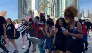 EU: Chavista dominicana participa en marcha por muerte de George Floyd