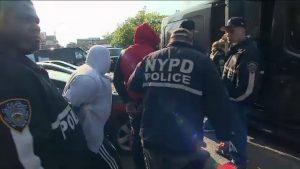 """Acusan 26 """"trinitarios"""" haber causado  heridas a reclusos en Rikers Island"""