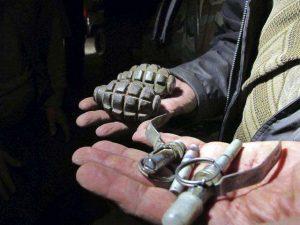 Arrestan a hombre hispano con un lanzagranadas y chaleco antibalas