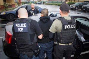 Un juez prohíbe los arrestos de inmigrantes en tribunales de NY