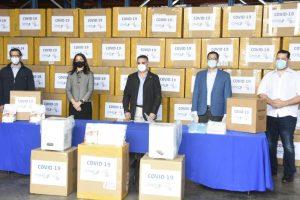Empresarios entregan al Gobierno pruebas y máquinas diagnósticas