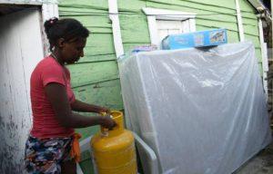 Gobierno asiste a familias afectadas por explosión de tanque de agua