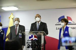 Presidente JCE demandó que ningún candidato se declarara ganador