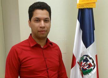 Dominicano Jatzel Román firma compromiso por la democracia