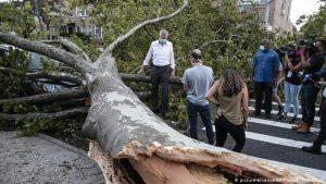 Vientos de Isaías causan muerte y destrozos en NY y Nueva Jersey