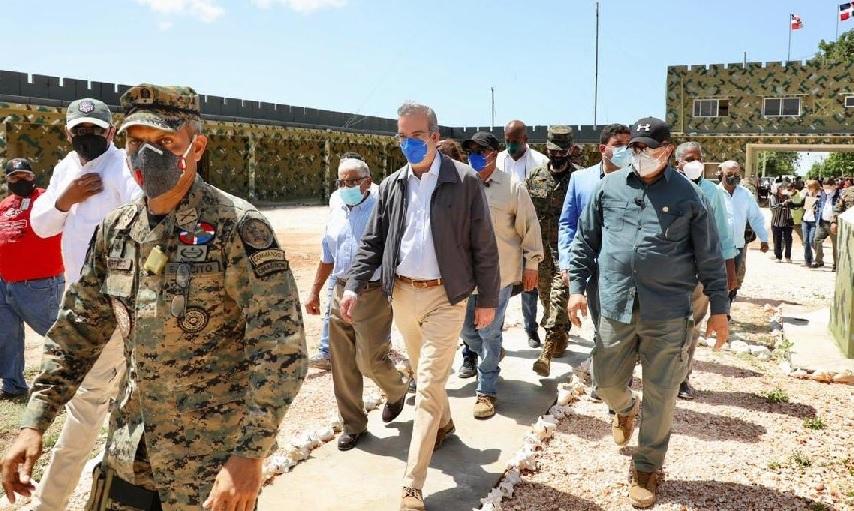Presidente visitó vía aérea este lunes zonas del suroeste afectadas por Laura