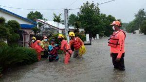 Autoridades hacen  evacuaciones en provincias bajo alerta roja y DN
