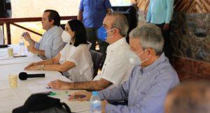 Abinader promete hacer «eficientes» a los hospitales de Pedernales y del país