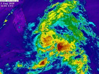 Huracán Isaías ocasiona daños materiales a su paso por Bahamas