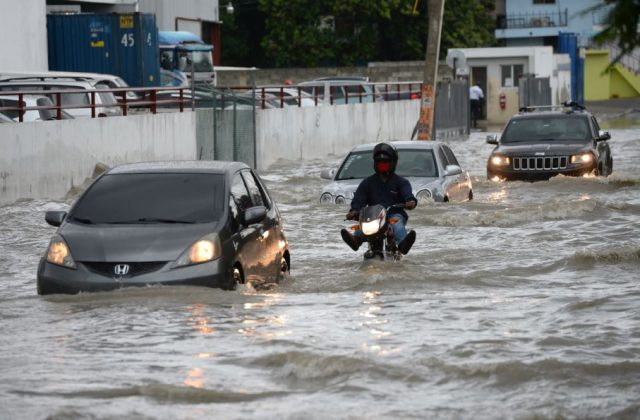 Lluvias de Laura inundan DN y varias provincias; Onamet mantiene alerta