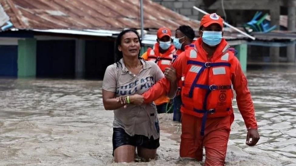 Mantienen 32 provincias en alerta; reportan 4 muertos, 9 mil evacuados