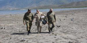 Los ministros de Defensa, entrante y saliente, recorren frontera con Haití