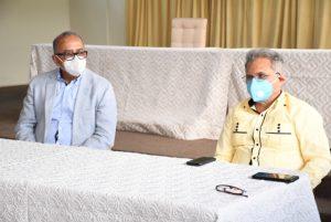 Ministro Salud coordina con Colegio Médico acciones contra COVID-19