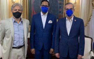 Abinader recibe dos directivos deagrupación El País Que Queremos