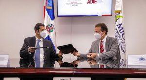 MICM y ADIE firman acuerdo mejorar procesos regulan industria eléctrica