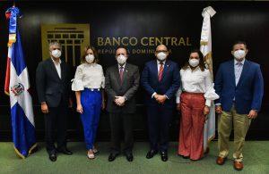 Valdez Albizu inaugurael Foro Innovación Banco Centralde la RD