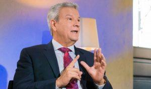 """Ministro llama funcionarios suprimir """"licenciado"""" en cartas a Luis Abinader"""