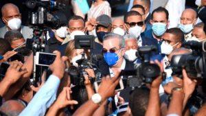 SANTIAGO: Abinader va a hospitales; promete terminar el J. Cabral y Báez