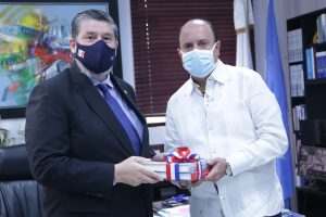 Embajador de México en la RD visita al director general del IDAC