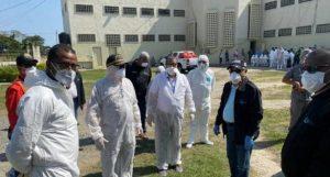 BONAO: Trasladan a 76 presos con COVID-19 de la cárcel preventiva