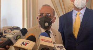 Ministro Salud demanda endurecer medidas contra COVID, cerrar playas
