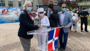 NUEVA JERSEY: Reconocen a Elsa Mantilla por histórica labor en Parada Dominicana