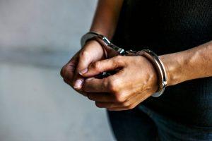 BARCELONA: Arrestan dominicano acusado agredir mujer sexualmente