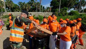 Cientos empleados de Obras Públicas actúan en jornada limpieza de playas