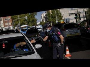 ESPAÑA: Despliegue policial para imponer restricciones a la movilidad