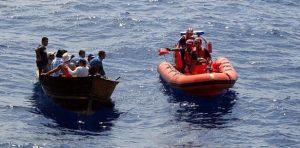 P. RICO: Repatrian a 20 dominicanos llegaron en una yola a la costa oeste