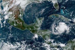 La tormenta tropical Nana se forma cerca de Jamaica y amenaza el Caribe