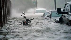 EU: Huracán desata inundaciones al depositar casi 25 pulgadas de lluvia