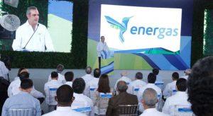 Presidente enciende planta de energía  ahorraría US$1,000 millones a 10 años
