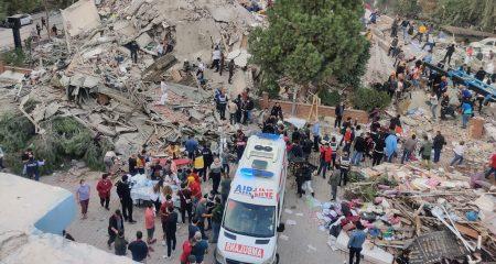 Fuerte terremoto causa 22 muertos, 20 de ellos en Turquía y unos 700 heridos