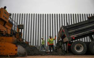 EE.UU. celebra las 400 millas de su muro fronterizo con México