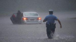 Huracán Zeta causa derrumbes y al menos un muerto en Louisiana