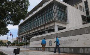 Dicen serían allanadas propiedades de casi 100 exfuncionarios del Gobierno