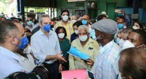 Presidente Abinader pensiona con RD$10 mil mensuales a 295 cañeros