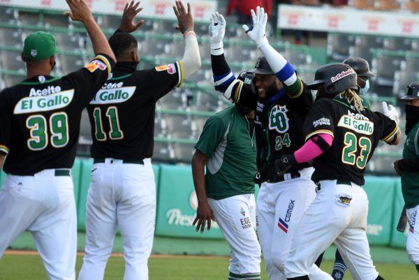 Estrellas desperdician otra buena salida del panameño Otero