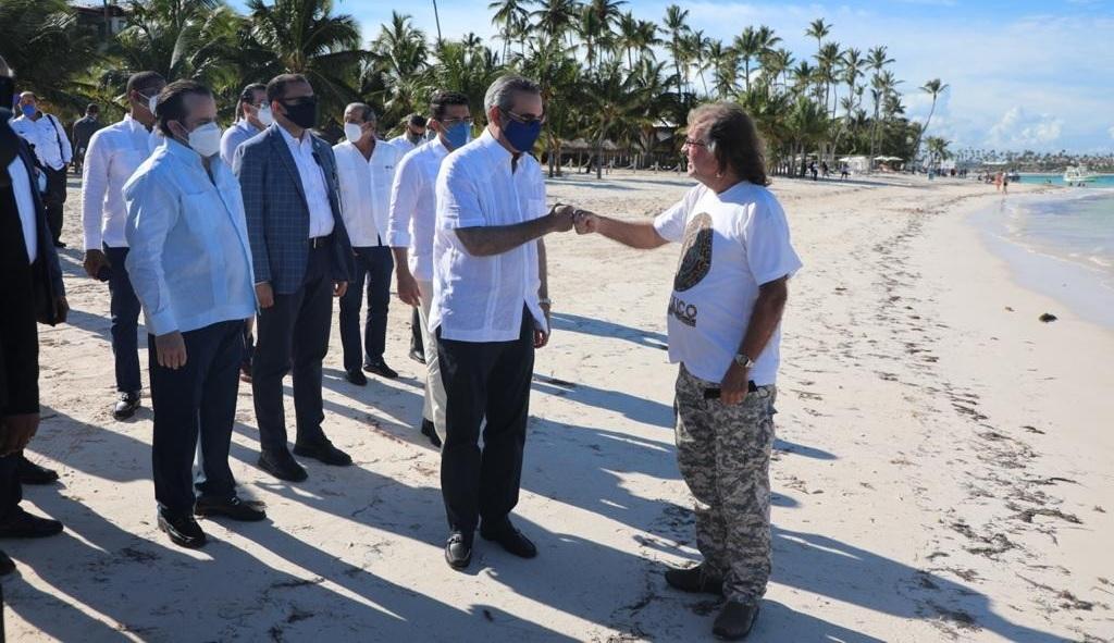 Abinader anuncia medidas contra el sargazo y plan de regeneración playas
