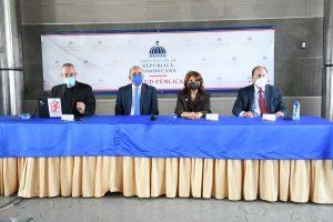 Ministro de Salud acusa a galleros de incidir en los contagios de COVID-19
