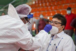 Ministro Francisco Camacho encabeza jornada de pruebas contra COVID-19