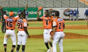 Toros del Este derrotan dos veces a los Tigres del Licey en el beisbol de la RD