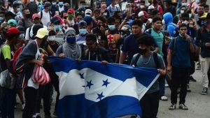 GUATEMALA: Migrantes hondureños transitan por Chiquimula rumbo a EU