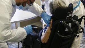 Países europeos aceleran campañas de vacunación de cara a la tercera ola